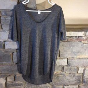 Old Navy Gray T-shirt Medium